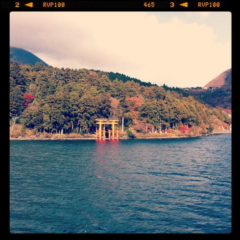 El Gran Torii (puerta sagrada del templo de Hakone) Lago Ashi